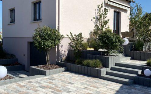 Außenbereich in Agora Corail Pflaster und Blockstufen Mailand - Nachher